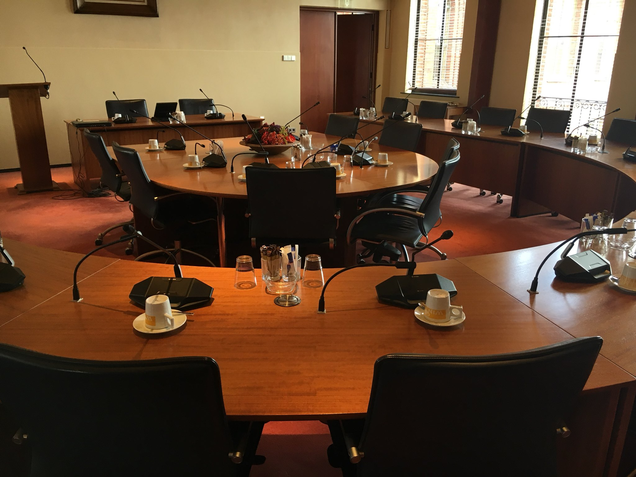 lege zaal gemeenteraad
